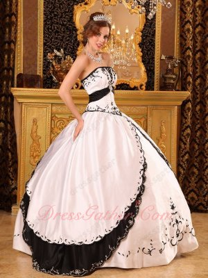 Classical White and Black Embroidery Carnival Court Ball Dress Western Village Style