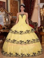 Moonlight Yellow 3 Layers Lacework Decorate Cake Gown For Sweet 16 Party