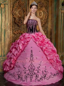 Black Top With Rose Pink Lines Embroidery Quince Court Gown Symmetrical Side Bubble