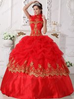 Feather Halter Strap Scarlet Red Wave Point Bubble Quince Gown With Golden Lacework