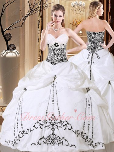 Retro Palace Lolita Lady Quinceanera Ball Gown Tower Embroidery White and Black Detail
