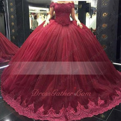 Off Shoulder Puffy Skirt With Lace Border Decorate Quinceanera Cakes Gown Burgundy